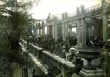 Damals wie heute: Reges Interesse an der Villa Berg (Bild: Sammlung Gohl)