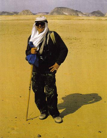 Der Fotograf Rudolf René Gebhardt auf einer seiner zahlreichen Reisen durch die Wüsten und Oasen des weitgehend unbekannten westlichen Ägypten. Foto: privat