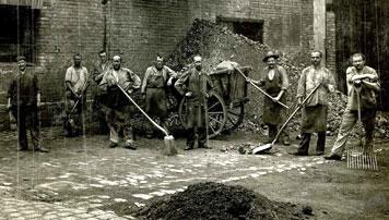 Arbeiter im Gaisburger Gaswerk, um 1910. Foto: EnBW