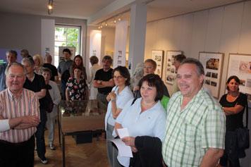 Besucher der Eröffnung (Foto: sus)