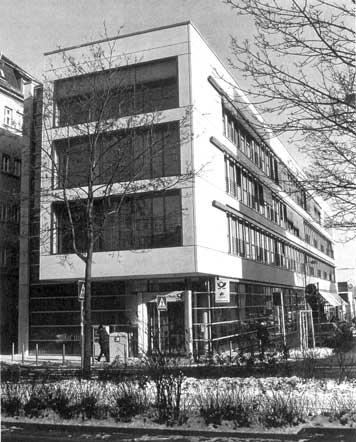 Das 2002 eingeweihte Ost-Rathaus, offiziell: Bürgerservicezentrum. (Fotografie, 2003)