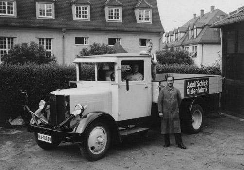 Mit einem eigenen LKW lieferte die Gablenberger Kistenfabrik ihre Ware aus; wohl 1930er-Jahre. Sammlung Krämer