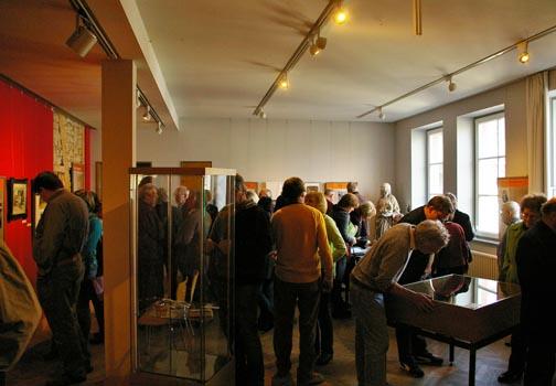 """Andrang herrschte bei der Eröffnung der """"Tiergärten""""-Ausstellung im MUSE-O. Foto: Kunert"""