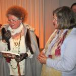 Gräfin Andrea von Degenfeld-Schonburg (rechts) und Karin Sinn als Herzogin Wera. Foto: pm